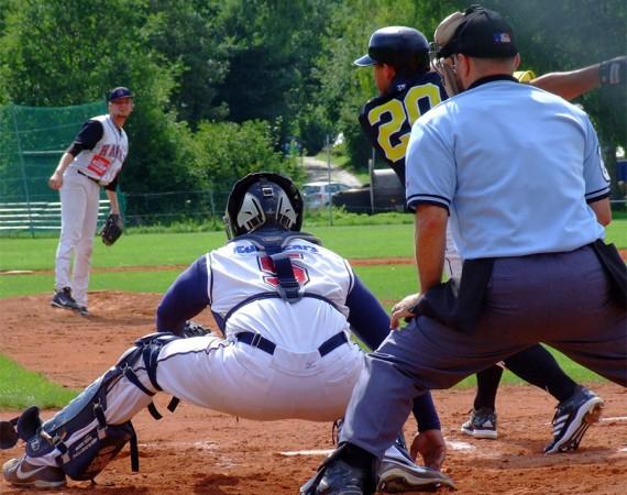 Das Duell zwischen den Bad Homburg Hornets und den Tübingen Hawks steht ganz im Zeichen der schweren Verletzung Kyle Waddells (Foto: Hawks)