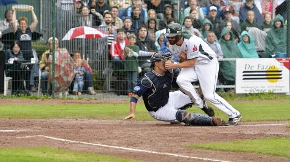 Die beiden Teams schenkten sich in einem der besten Finalspiele der deutschen Baseballgeschichte nichts (Foto: Eisenhuth, G.)
