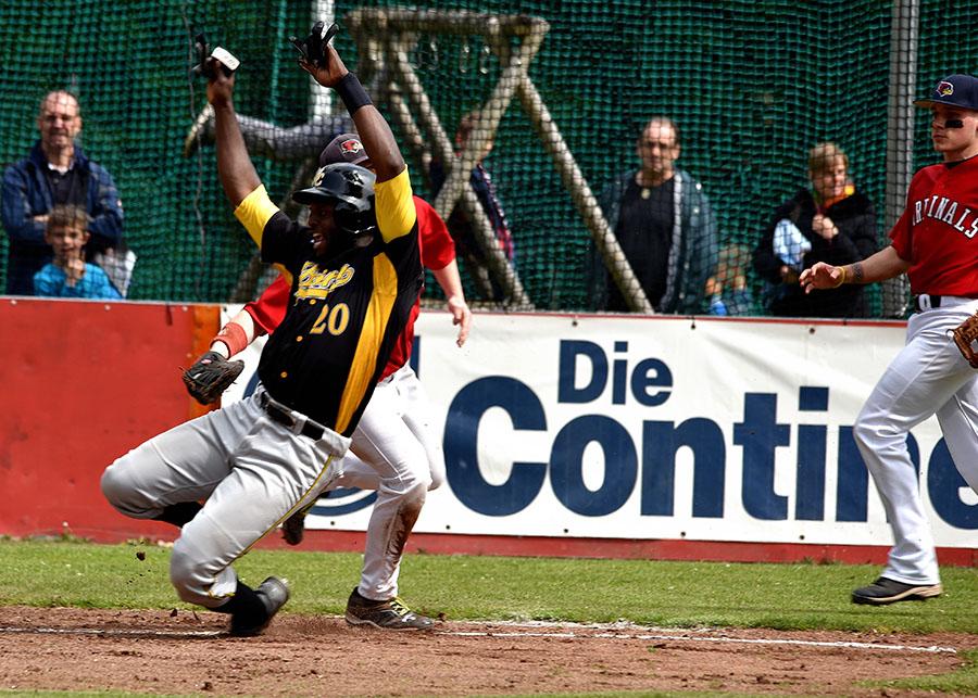 Brad Roper-Hubbert und seine Bonn Capuitals durften im zweiten Rheinderby über einen 16:1-Kantersieg juben. (Foto: Gerhard Thoms)