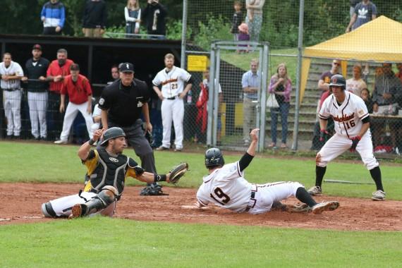 Vincent Ahrens erzielte den Winning Run des fielders-choice.de All-Star Games (Foto: Thomas Schönenborn)