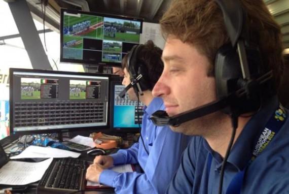 Tim Collins (vorn, hier zusammen mit Tobias Dietrich von Legionäre-TV bei der Übertragung der Baseball-EM 2014) wird von den Spielen eins und zwei der Finalserie berichten
