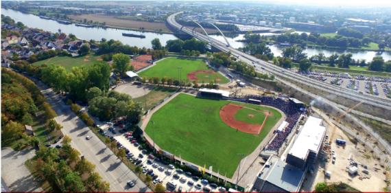Die Armin Wolf Arena in Regensburg (Foto: Walter Keller)